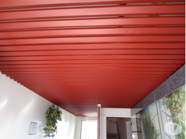 150m de faux plafond rouge bordeau aluminium for Materiel faux plafond