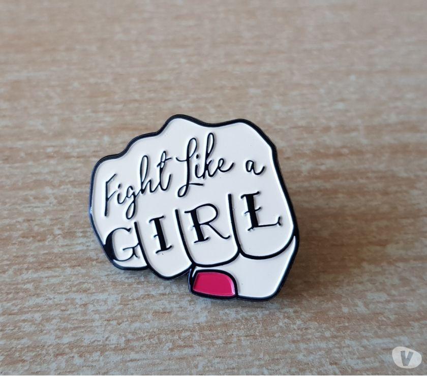 Photos Vivastreet Badge broche pins pin's en métal fight like a girl