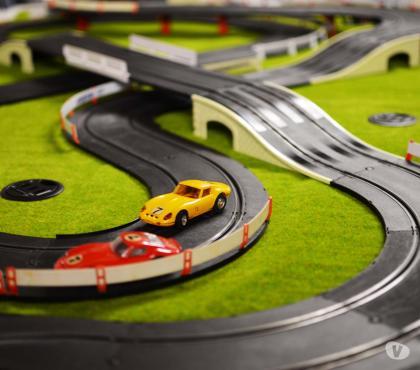 Photos Vivastreet Animation stand de course automobiles miniatures