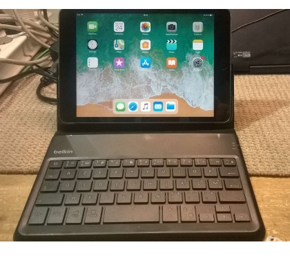 Photos Vivastreet Tablette tactile Apple Ipad Mini 2 32 Go avec dock clavier