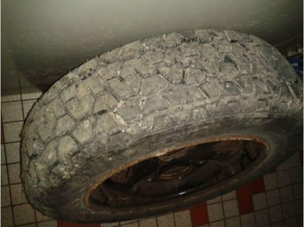 pi ces accessoires auto 2 pneus clout s hiver dunlop sp 88 ms 155 70 r13. Black Bedroom Furniture Sets. Home Design Ideas
