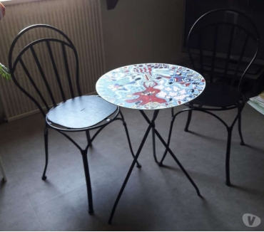 Photos Vivastreet vend table de jardin ou bistrot+2 chaises