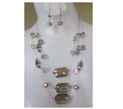 Photos Vivastreet parure bijou femme collier sautoir boucles d'oreilles perles
