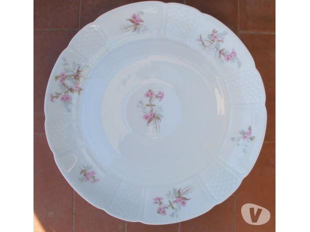 Photos Vivastreet Plat rond en porcelaine Diamètre 30 cm