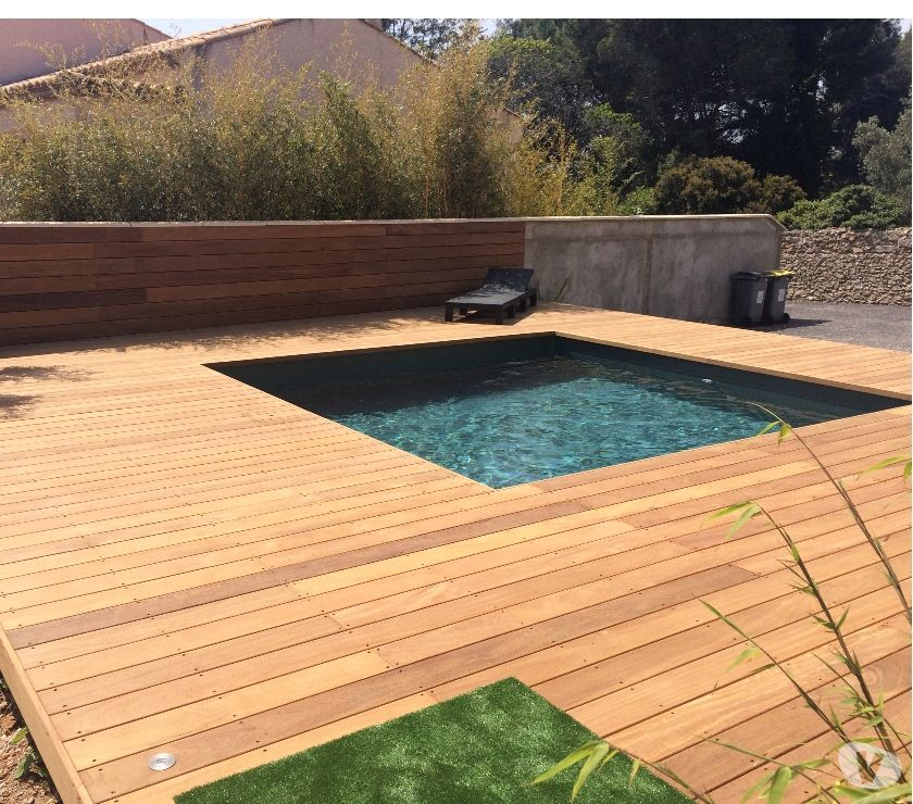 Photos vivastreet piscine bois carr e en kit for Piscine teck pas cher