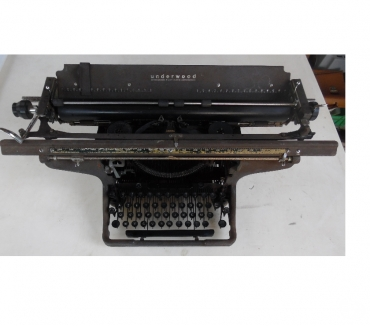 Photos Vivastreet Machine à écrire ancienne UNDERWOOD TYPEWRITER STANDARD USA