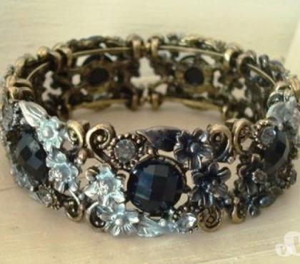 Photos Vivastreet Bracelet vintage doré petit médaillons ronds noirs