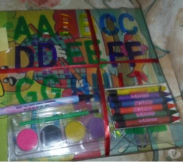 Photos Vivastreet Cahier set de coloriage crayons plus une casquette