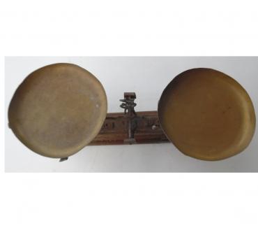 Photos Vivastreet Balance Roberval force 10 kg vendue avec les plateaux cuivre