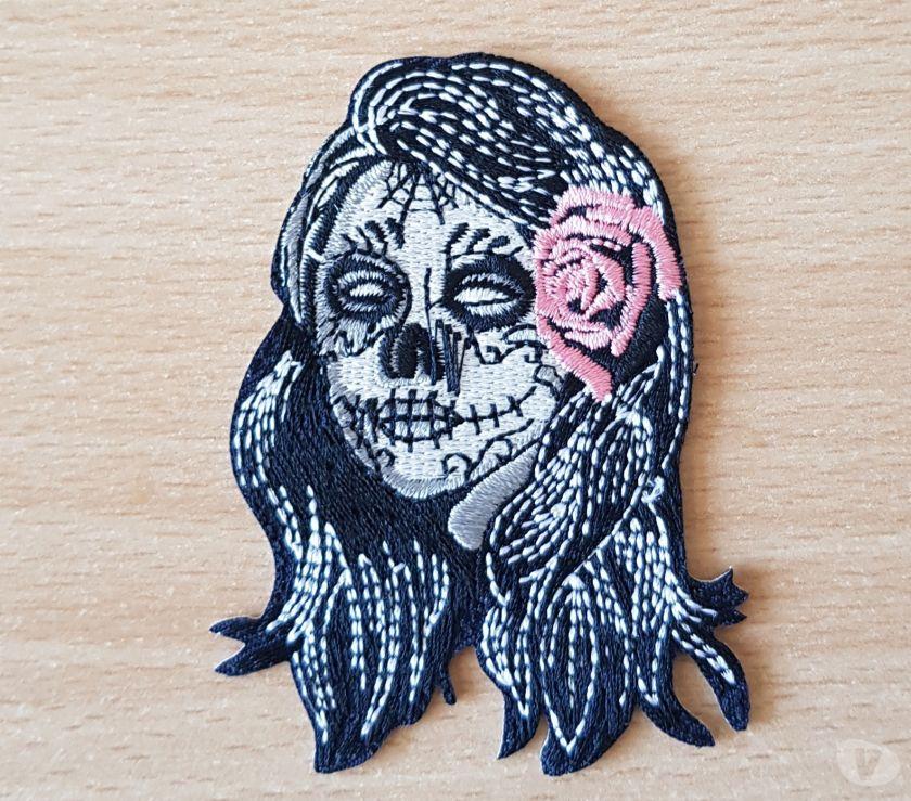Photos Vivastreet Ecusson brodé tatooed girl skull face rose 8x5 cm