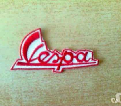 Photos Vivastreet Écusson logo vespa rouge et blanc 7x2 cm