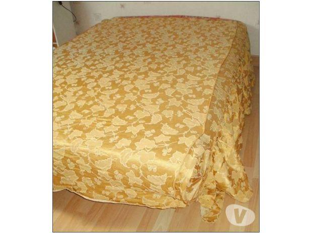Dessus de lit / couvre lit très ancien coloris OR