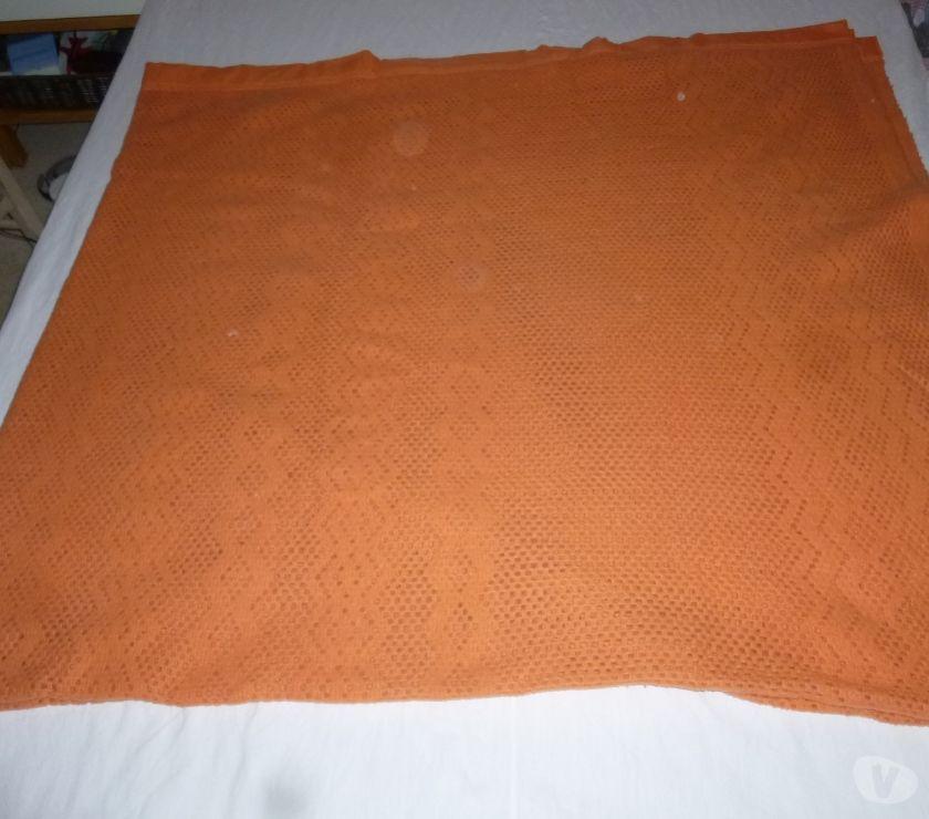 Ameublement & art de la table Val-de-Marne Le Kremlin Bicetre - 94270 - Photos Vivastreet Couverture courtelle orange toison d'or 220x240