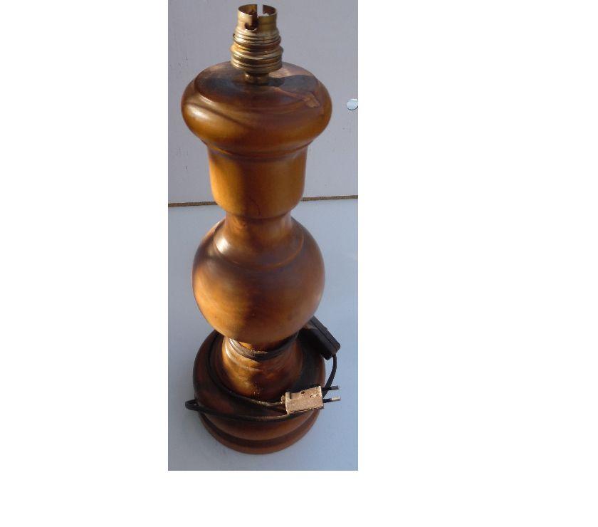 Décoration - art Hérault Castries - 34160 - Photos Vivastreet LAMPE DE CHEVET ANCIENNE CONTRÔLÉE EN BOIS SANS ABAT JOUR