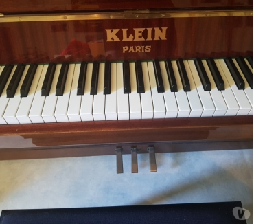 Photos Vivastreet Piano droit laqué klein Paris