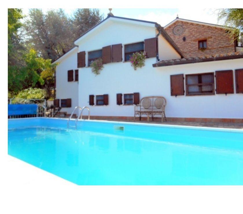 location saisonniere Italie - Photos Vivastreet Nelle MARCHE (Italie) -- Country House Casale Civetta