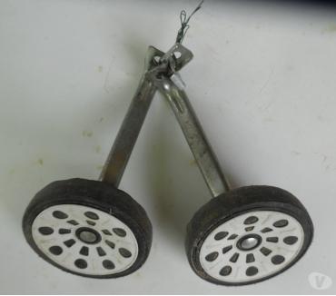 Photos Vivastreet Roulettes d'occasion avec fixations pour petit vélo enfant