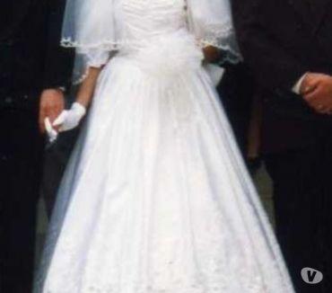 Photos Vivastreet Robe de mariée blanche brodée vintage femme 1 M 52 a 1M 59