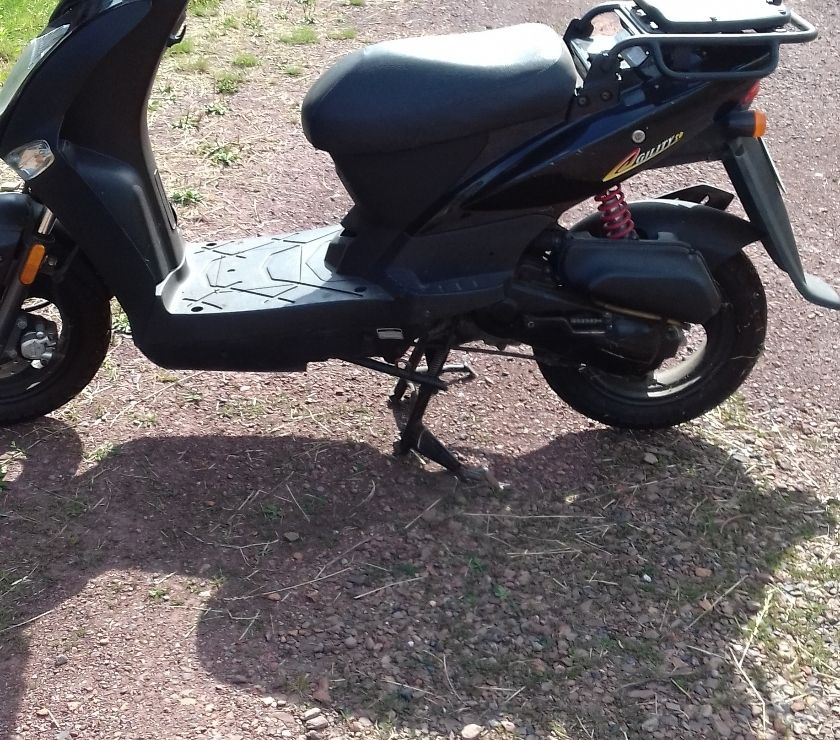 Photos Vivastreet vend scooter 50 cc