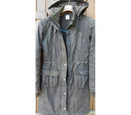 Photos Vivastreet Manteau marron à capuche Camaïeu. A zip. 100% coton