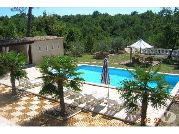 Location de vacances fayence 83440 location for Pool house cuisine d ete