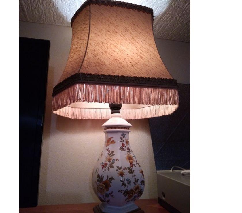 Décoration - art Var Bormes les Mimosas - 83230 - Photos Vivastreet LAMPE FORME BALUSTRE et ABAT JOUR PAGODE