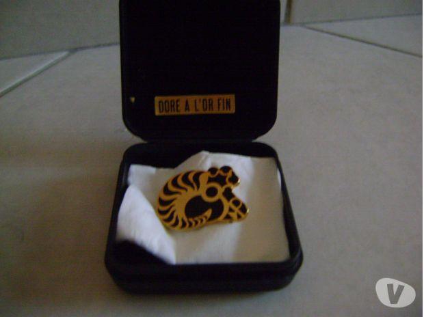 Photos Vivastreet pin's - epinglette doré à l'or fin dana son coffret