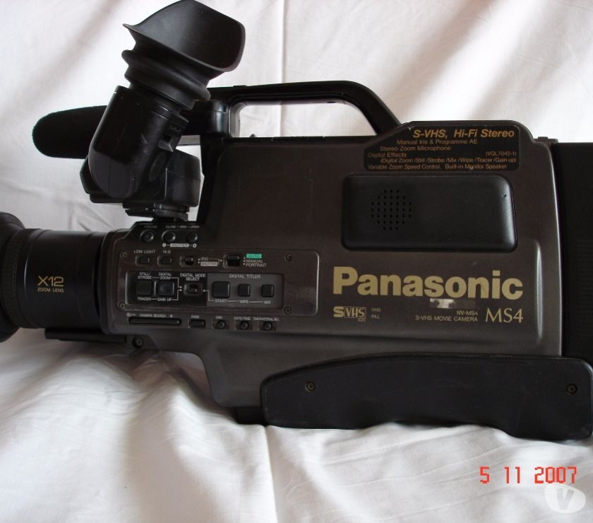 Photos Vivastreet CAMESCOPE S-VHS GRANDES K7 PANASONIC NV-MS4E REPORTER