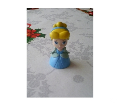 Photos Vivastreet FigurineS Disney Cendrillon Reine des neiges Mulan Tomy