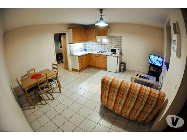 photos vivastreet t1 bis meubl 40m p age de roussillon. Black Bedroom Furniture Sets. Home Design Ideas