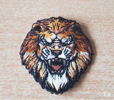 Photos Vivastreet petit écusson brodé tête de lion 5x4,5 cm thermocollant