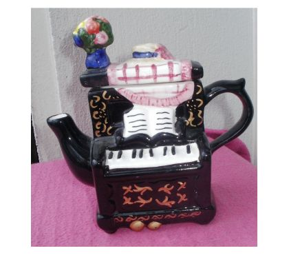 Photos Vivastreet THEIERE miniature en céramique en forme de piano