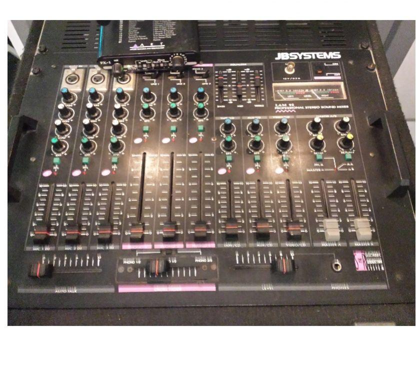 Photos Vivastreet Ensemble Sono, Table mixage ampli + 2 enceintes