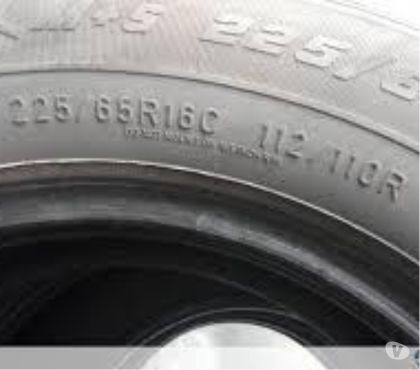 Photos Vivastreet 2 pneus occasions utilitaire MICHELIN 2256516C