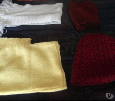 Photos Vivastreet écharpe,paire de jambiére,bonnet et cagoule en laine