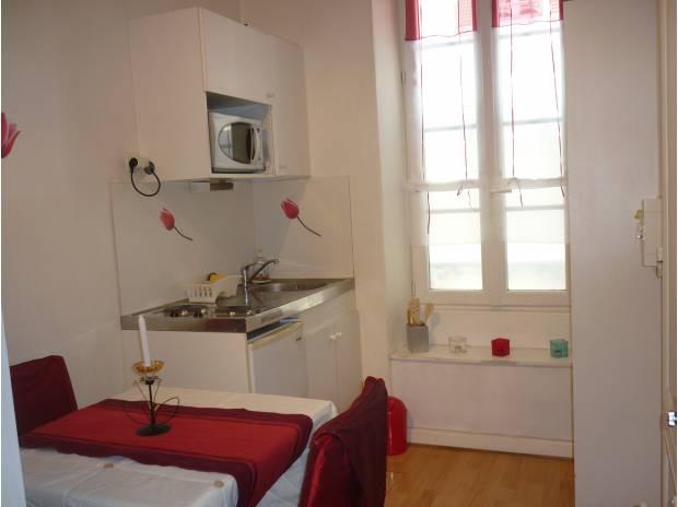 Appartement meublé Charente-Maritime La Rochelle - 17000 - Photos Vivastreet STUDIO étudiant 12m² LA ROCHELLE HYPERCENTRE