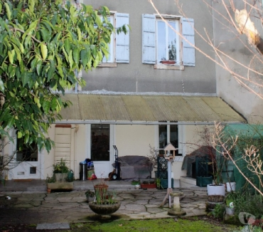 Photos Vivastreet A vendre grande Maison de ville garage et jardin secteur...