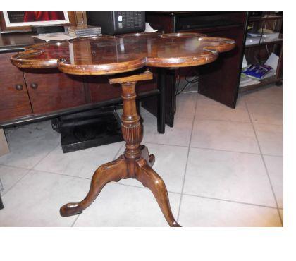 Photos Vivastreet table en bois fruité ,plateau basculant et tournant marqueté