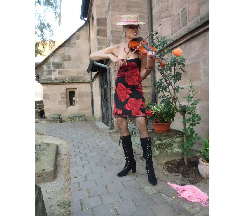 Photos Vivastreet femme chanteuse d´oper et violoniste veut vous connaitre