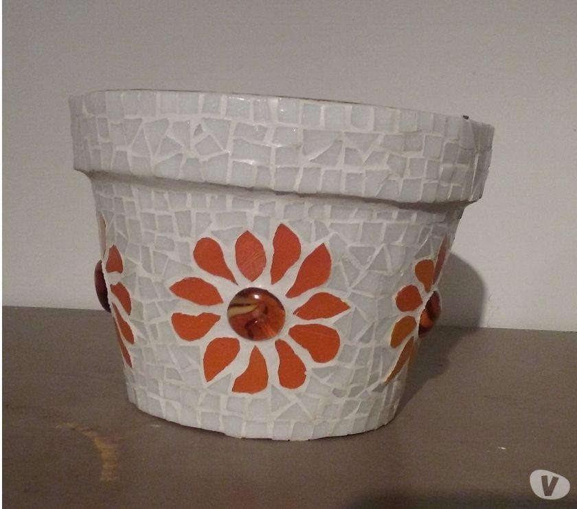 Photos Vivastreet Pots fleurs orange en mosaique
