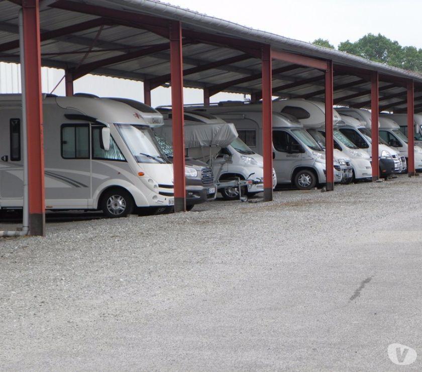 Place de parking couverte et non couvert hivernage for Location garage caravane
