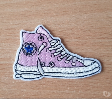 Photos Vivastreet ecusson brodé basket converse rose 7x4,5 cm thermocollant