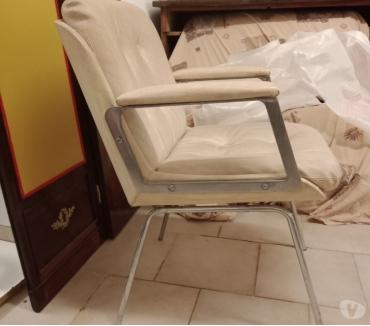 Photos Vivastreet Une paire de fauteuils barbier vintage
