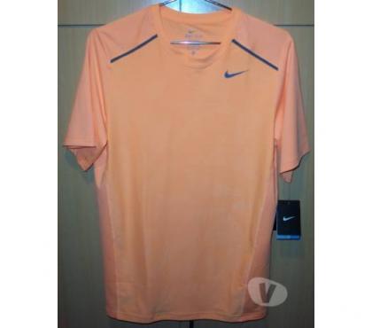 Photos Vivastreet T shirt tennis NIKE Dri Fit taille XL junior NEUF
