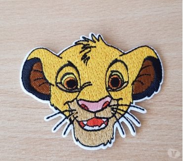 Photos Vivastreet ecusson brodé Simba le roi lion 9x7 cm thermocollant