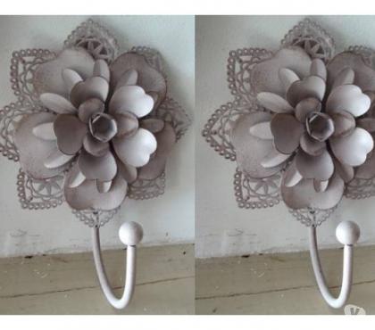 Photos Vivastreet lot de 2 patere en métal fleurs