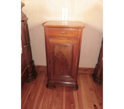 Photos Vivastreet Table de chevet vintage en bois massif - Années 1900
