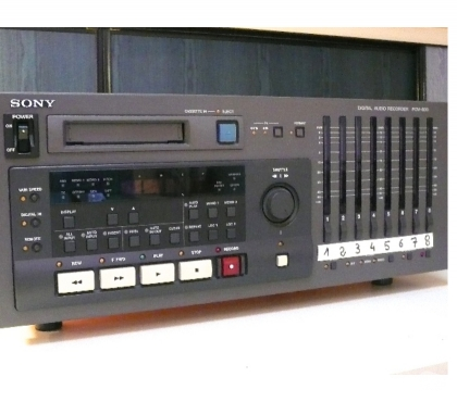 Photos Vivastreet MAGNETOPHONE NUMERIQUE 8 PISTES SUR K7 HI8 SONY DA88 PCM800