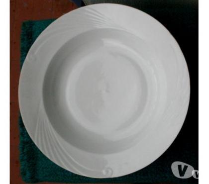 Photos Vivastreet PLAT CREUX blanc en porcelaine opaque Diamètre 29 cm