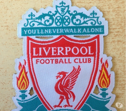 Photos Vivastreet Écusson patch Liverpool football club 8x6cm